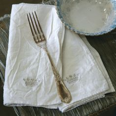 ❥ Rachel Ashwell Shabby Chic Couture Silver Crown Linen Napkin