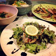 SnapDishに投稿された志野さんの料理「カジキマグロのステーキソテー 鮭ハラス北あかりじゃがいもの串刺し アイアンシェフ風 ミネストローネスープ 柿とカブのサラダ (ID:9Gqvea)」です。「鮭はらみとじゃがいもの串刺しはアイアンシェフでやっていたのを どうしても食べたくて」カジキ じゃがいも 柿