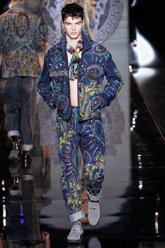Versace Menswear Fall 2013 Donatella Versace, Versace Men, Gianni Versace, Vogue Fashion, Fashion News, Fashion Models, Fashion Show, Male Fashion, Fashion Styles