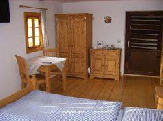 Vybavení pokojů pro Penzion u Rybníka Entryway, Decorating, Bed, Furniture, Home Decor, Entrance, Decor, Decoration, Decoration Home