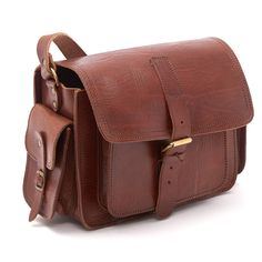 A bag to hold your memoriesAvailable in Tan, Chocolate and BlackWith a focus on simplicity and style, our new larger Camera bag embodies a vintage era while providing the modern conveniences today