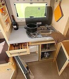 Living in a Box: Camping mit dem VW Amarok - Auto-Medienportal. Small Camper Vans, Small Campers, Campers For Sale, Motorhome Interior, Campervan Interior, Vw Amarok, Ford Transit Connect Camper, Ford Transit Camper Conversion, Kangoo Camper