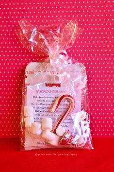 Snowball Soup (hot chocolate packet, mini candy cane, one Hershey kiss, mini marshmallows, poem, clear bags)