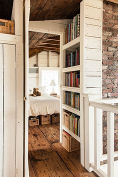 The Most Amazing Distressed Wood Floors innenarchitektur holz 38 Rustic Farmhouse Interior Design Ideas That Will Inspire Your 2018 Remodel Farmhouse Interior, Farmhouse Furniture, Home Decor Furniture, Rustic Farmhouse, Farmhouse Style, Farmhouse Ideas, Farmhouse Design, Bedroom Furniture, Ikea Bedroom