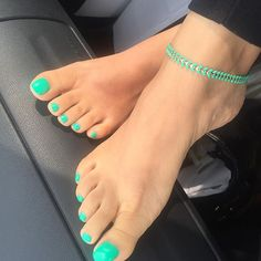 Mint toes with matching anklet Green Toe Nails, Pretty Toe Nails, Cute Toe Nails, Cute Toes, Pretty Toes, Toe Nail Color, Toe Nail Art, Toenails, Colorful Nails