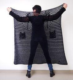 Create with Adlibris,   musta WOOL-lanka,   koukku 4,5 (suositus 3,5).         Kerros pelkkiä pylväitä,   jonka päälle   h a r v ... Crochet Poncho Patterns, Crochet Coat, Crochet Winter, Granny Square Crochet Pattern, Crochet Jacket, Crochet Cardigan, Crochet Granny, Crochet Shawl, Crochet Clothes