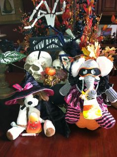 Scentsy buddies are dressed for Halloween! These buddies are no longer available, but this is darn cute! - www.katieburdge.scentsy.us
