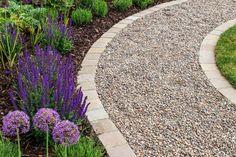 Gravel Pathway, Backyard Walkway, Gravel Landscaping, Walkway Ideas, Flagstone Path, Rock Pathway, Outdoor Walkway, Brick Walkway, Gravel Driveway