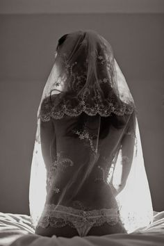 mybeloveds:    A Bridal Boudoir Photoshoot for her husband. Photography by Raw Photo Design
