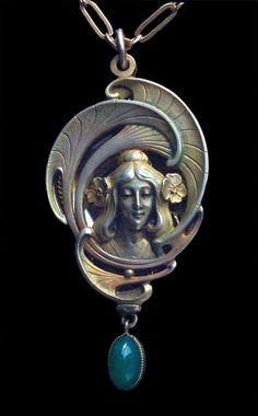 ART NOUVEAU Locket Gilded silver Chalcedony H: 6.8 cm (2.68 in)  W: 3.3 cm (1.3 in)  Marks: '800' & ' Depose' German,ca 1900