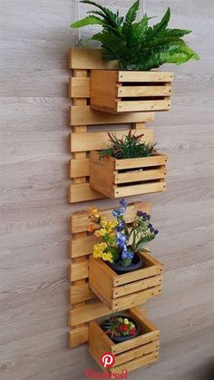 22 DIY Coffee Tables to Show Off Your Craftsmanship Page 17 of 23 Pallet Furniture Designs, Diy Furniture, Garden Furniture, Wooden Pallet Furniture, Pallet Designs, Home Crafts, Diy And Crafts, Decoration Plante, Flower Decoration