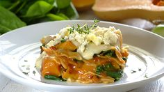 Enjoy the natural goodness of spinach and butternut topped with feta cheese in this great tasting lasagne. Oven Dishes, Veggie Dishes, Vegetarian Recipes Dinner, Dinner Recipes, Chicken Lasagne, Spinach And Feta, New Cookbooks, I Foods, Lasagna