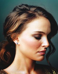 Natalie Portman. Pretty Low Ponytail and Makeup
