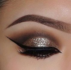 Every makeup junkie should know these incredible eyeliner tips! Eyeliner is such a major part of our Sexy Eye Makeup, Cute Makeup, Skin Makeup, Eyeshadow Makeup, Makeup Looks, Gold Eyeshadow, Makeup Brushes, Makeup Set, Makeup Remover