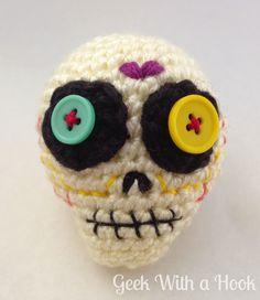Day Of The Dead Sugar Skull Free Amigurumi Pattern Halloween Crochet Patterns, Crotchet Patterns, Amigurumi Patterns, Crochet Snail, Free Crochet, Skull Crafts, Holiday Crochet, Yarn Crafts, Sugar Skull