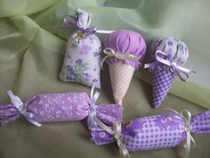 Sachês Lembrancinhas Maternidade Lavender Crafts, Lavender Bags, Lavender Sachets, Fabric Crafts, Fabric Toys, Sewing Crafts, Sewing Projects, Diy Crafts For Gifts, Homemade Crafts