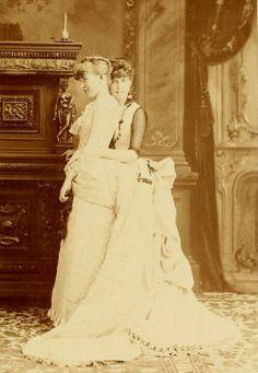 bustle. 1887.