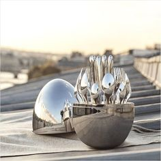 🔎| From the rooftops of Paris to the dining tables of the Cotswolds, the Christofle Mood 24-piece dining set is built for any occasion. Click the link in our bio to shop this piece. • • • • #luxdeco #christofle #silverware #dinnerware #serveware #paris #homeaccessories #homedecor #homestyling #interiordesign #cutleryset #luxuryinteriors