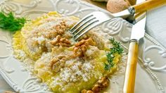 Tortelloni ai funghi porcini conditi con Parmigiano e noci, ricetta pasta fresca