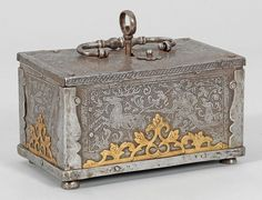 Nürnberger Barockkassette Eisen, geätzt. Rechteckiger, gerader Korpus mit flachem Scharnierdeckel