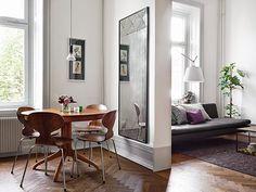 Open kitchen with salon