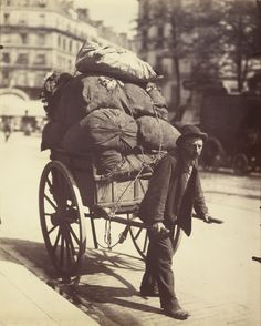 Photographer Eugene Atget dedicated much of his life to capturing street scenes of Paris as it was transformed from a crowded medieval city into the modern metropolis it is today. Eugene Atget, Paris 1900, Old Paris, Paris Vintage, Paris France, Berenice Abbott, Old Pictures, Old Photos, Vintage Photographs