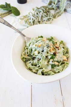 tagliatelles-aux-épinards-maison-sauce-gorgonzola-et-pignons-de-pins. Veggie Recipes, Pasta Recipes, Vegetarian Recipes, Cooking Recipes, Healthy Recipes, Cooking Games, Food Porn, Salty Foods, Cooking Tips