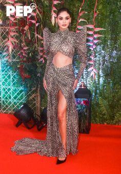 Modern Filipiniana Gown, Kylie Verzosa, Liz Uy, Filipino Fashion, Low Bun Hairstyles, Filipina Actress, Liza Soberano, White Gowns, Red Carpet Looks