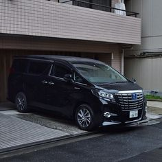There's already a few of the new Alphards out on the road. Not so many Vellfires though. #Toyota #toyotaalphard #alphard #hybrid #mpv #van #peoplemover #limo #luxury #luxurycar #instacar #car #cars #carporn #carswithoutlimits #carspotting #revvedupblog #jdm #tokyo #japan #トヨタ (at Taito-ku, Tokyo, Japan)