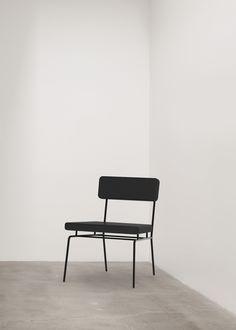 All-black chair, Max Enrich.
