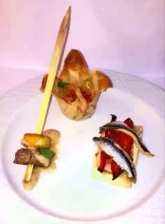 Aperitivo: Brocheta de Ternera, Brick con Gambas, y Torta de Verduras y Boquerón/ Snack: Skewered Beef, Brick with prawns, vegetables and cake and Boqueron