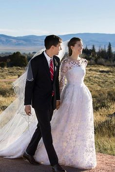 Girls actress Allison Williams married Ricky Van Veen in Wyoming - read all about the wedding and her Oscar de la Renta gown