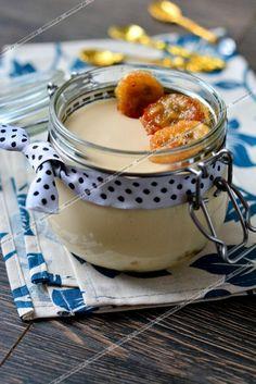 Позвольте поделиться с вами очень вкусным и нежным десертом, приготовленным на основе ряженки. Мягкий сливочный вкус оттеняет сладость глазированных