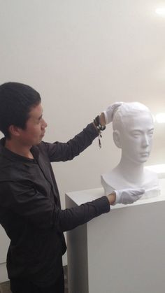Li Hongbo demonstrating how his paper sculptures work.