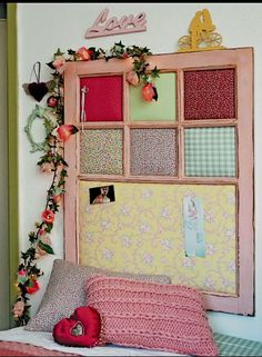 Super Cute DIY idea with old windows. Get some quilting fabric, synthetic fiber, paint and have fun! Diy Para A Casa, Painted Window Frames, Decopage, Doilies Crafts, Old Windows, Wooden Art, Diy Home Crafts, Ladder Decor, Sweet Home