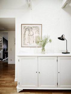 Post: Mini ático acogedor y moderno --> ático acogedor y moderno, blog decoración nórdica, decoración blanco, decoración dormitorio, decoración pisos pequeños, estilo nórdico, pequeña cocina nórdica, toques clásicos decoración