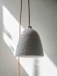 #Lámpara #cerámica hecha a mano, de la serie ESCAMAS. ¡Clica para saber más!