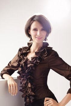 Sophisticated Style   This woman looks like she can juggle play dates, conference calls and lunch meetings without messing up her blown-out bob.  From: 15 Short Hair Cuts That Scream CHIC (Not MOM)!
