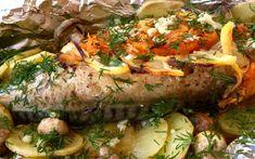 Macrou cu legume la cuptor. Macroul este perfect pentru acest fel de mâncare, deoarece este suculent, gras și, cel mai important, are puține oase. INGREDIENTE: -1 macrou; -100 gr de mărar; -1 lămâie; -1-2 morcovi; -150 gr de ciuperci medii; -2 cepe; -4-5 cartofi; -2 căței de usturoi; -sare și piper negru; -condimente pentru pește. MOD DE PREPARARE: 1.Curățați peștele de intestine și branhii, îl spălați și îl uscați cu un prosop de hârtie. Nu tăiați capul, astfel peștele rămâne suculent… Pavlova, Meatloaf, Baked Potato, Deserts, Pork, Turkey, Potatoes, Baking, Ethnic Recipes