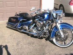 Road King custom love the red and black. Description from pinterest.com. I searched for this on bing.com/images