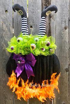 witch culdron wreath