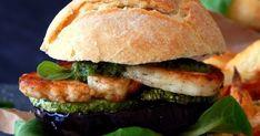 Ξεφεύγοντας λίγο από τα συνήθη σάντουιτς με μπιφτέκι μοσχαρίσιο, είτε μπιφτέκι κοτόπουλου ή ακόμα και ψαριού, έφτιαξα τις προάλ...