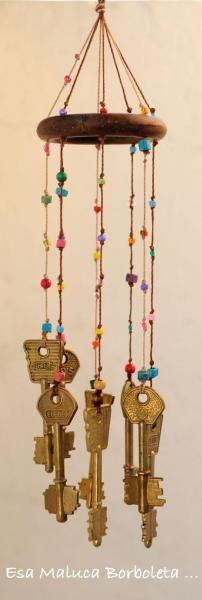 another idea of a base of beaded wind chimes Key Crafts, Diy And Crafts, Crafts For Kids, Arts And Crafts, Wind Charm, Sun Catchers, Diy Wind Chimes, Keys Art, Diy Décoration