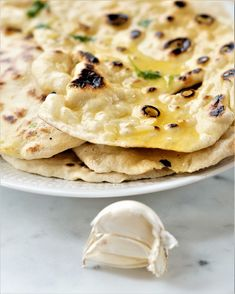 Garlic Naan, Indian Food Recipes, Ethnic Recipes, Flatbread Pizza, Cheese Bread, Frisk, Nom Nom, Recipies, Food Porn