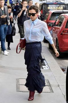 The designer Victoria Beckham stepped out in tailored separates plucked from her Spring runway and put her posh stamp on the style. Victoria Beckham Outfits, Victoria Beckham Style, Spice Girls, Vic Beckham, Winter Mode, Fashion Addict, Fashion Outfits, Womens Fashion, Celebrity Style