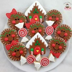 Here are the best Christmas Cookies decorations ideas for your inspiration. These Christmas Sugar Cookies decorated with royal icing are cutest desserts. Christmas Sugar Cookies, Christmas Sweets, Christmas Gingerbread, Christmas Cooking, Noel Christmas, Christmas Goodies, Holiday Cookies, Holiday Treats, Gingerbread Houses