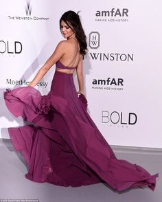 Swish! Thanks to the fullness of her statement skirt, Kendall was able to cause a dramatic scene on the red carpet as she moved it around