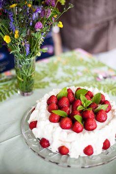 strawberry-cream-cake-nordic-house