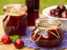 ciliegie sotto spirito #ricettedisardegna #recipe #sardinia Italian Cooking, Italian Recipes, Sour Cherry, Italian Style, Street Food, Preserves, Rum, Food Porn, Tasty