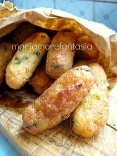 Find Italian recipes, videos, and ideas from Food Network. Potato Croquettes, Croquettes Recipe, Vegetarian Recipes, Cooking Recipes, Sicilian Recipes, Slow Food, Italian Dishes, Potato Recipes, Finger Foods